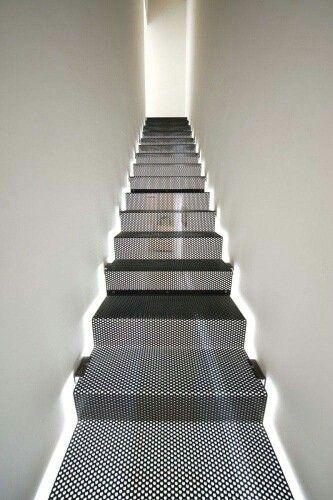 Escalera lámina perforada
