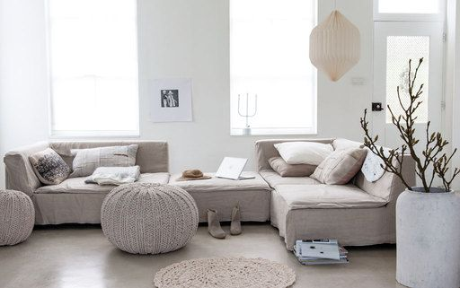 Styling: Marianne Luning | Photographer: Anna de Leeuw vtwonen april 2014 #vtwonen #magazine #interior #livingroom #white #naturel #linen #tonsurton #couch #sofa