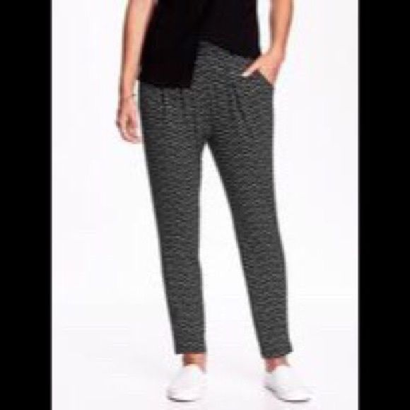 Soft pants Cute soft pants with pockets on front and back. These can be dressed up or down.✨ Old Navy Pants Straight Leg