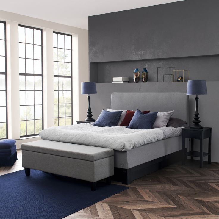 Jensen Opal Nordic bed on Minstral bedbase in black finish. Ottoman with room for storage in the same fabric as the bed.