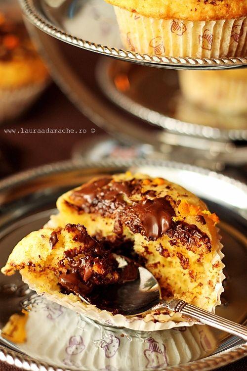 Muffins cu suc de portocale si ciocolata amara, reteta culinara explicata pas cu pas, modalitate de preparare. Incearca aceasta reteta delicioasa si simpla.