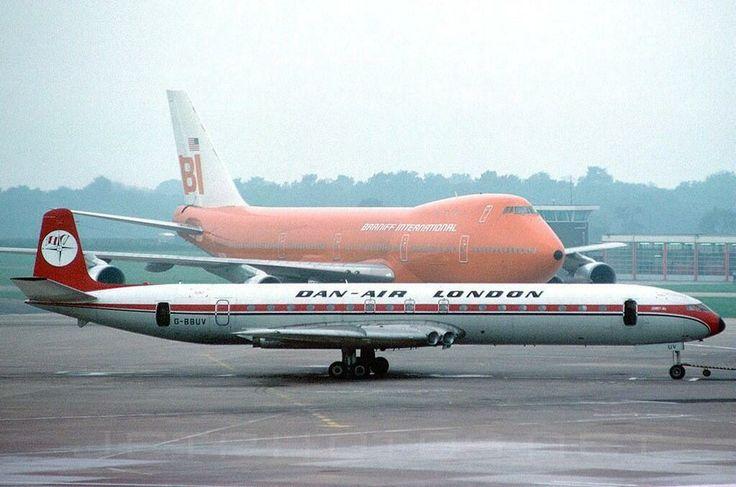 B-747 Braniff International & G-BBUV De Havilland DH-106 Comet 4B Dan-Air London