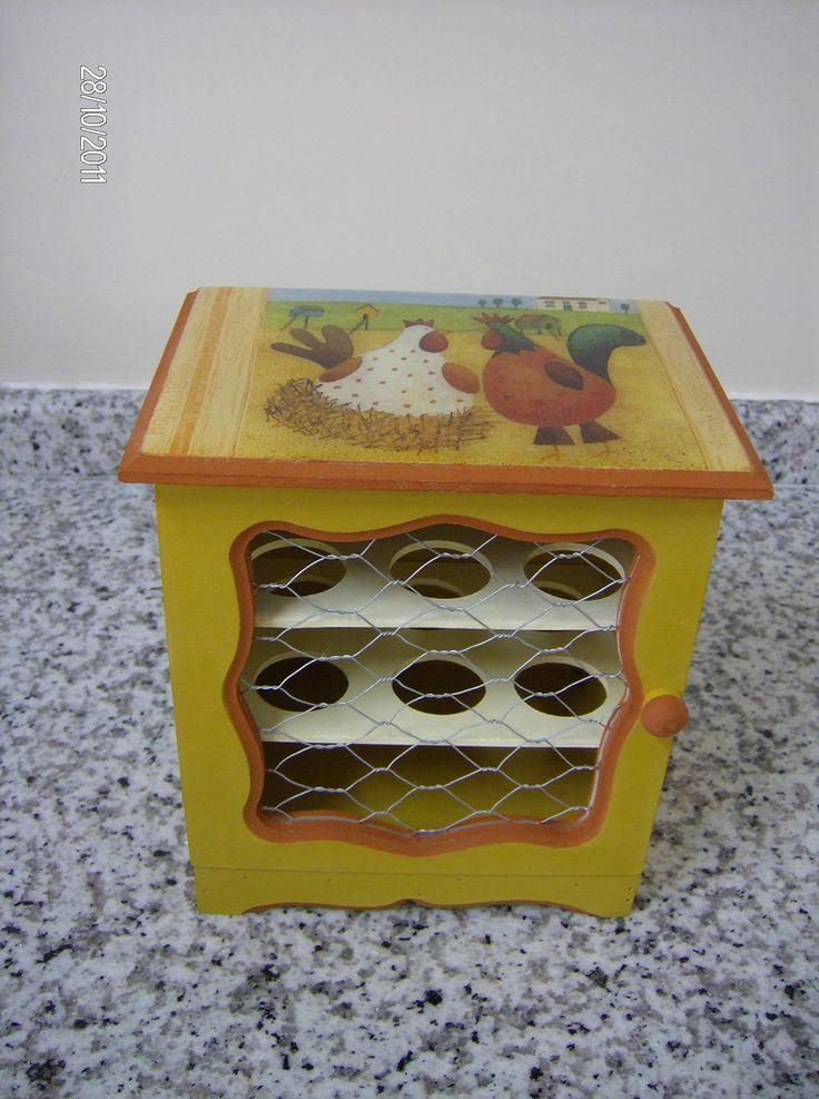 """"""" Galinheiro """" Porta Ovos."""