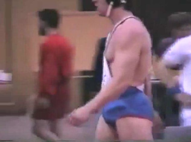 Wrestler craps pants during match