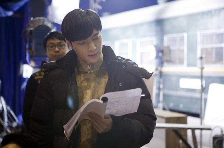 160215 Yixing filming for Old Nine Gates cr.卫视大混战 v.snickerLAY -jc