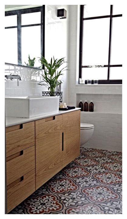 ארון אמבטיה + אריחים לבנים כמו אצלנו