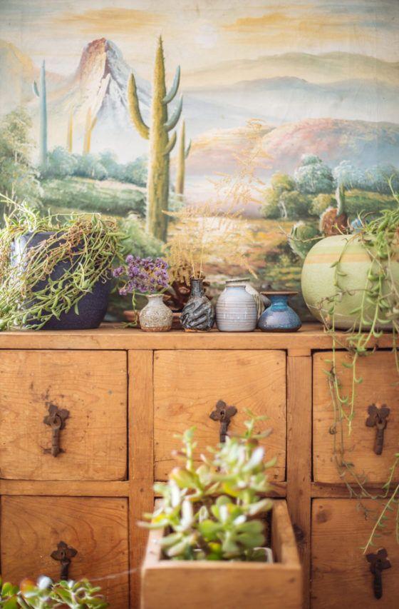 Rakastan tätä laatikostoa, ja näitä kasveja, ja tuota kuvaa taustalla. #perfection