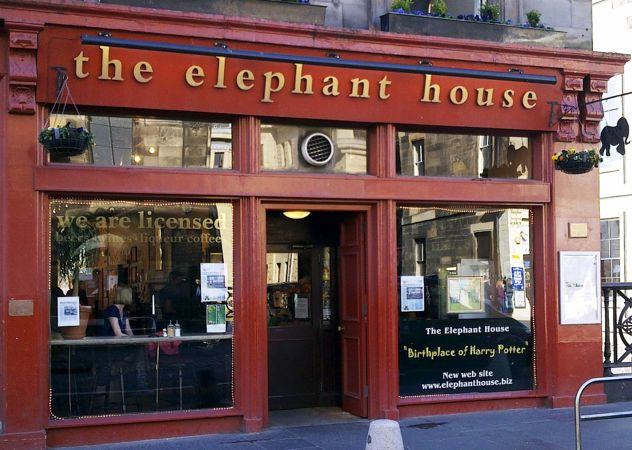 Aquí nació la historia de Harry Potter, su autora tomaba aquí el café, junto a un boli y un papel