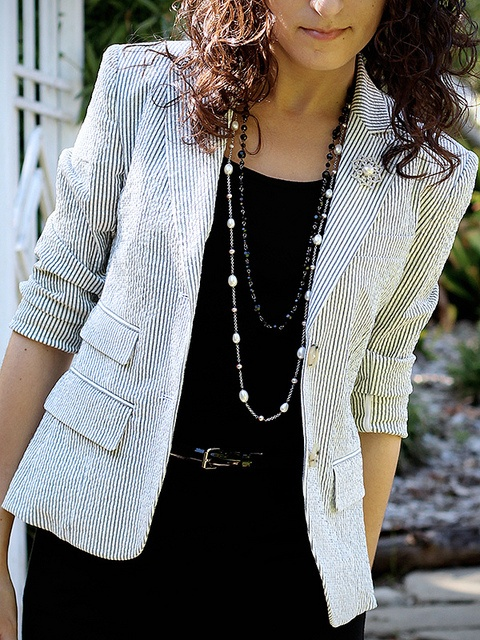 I have a similar blazer and have been trying to make an outfit with it. Love the black on black.