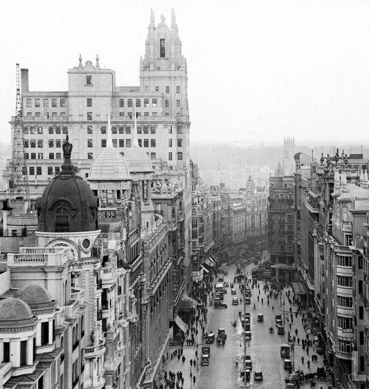 La Gran Vía. 1921. http://www.ibytes.es/blog_Historia_de_Madrid_fotografias_1907-1965.html