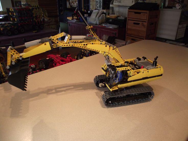 LEGO TECHNIC 8043 - R C EXCAVATOR