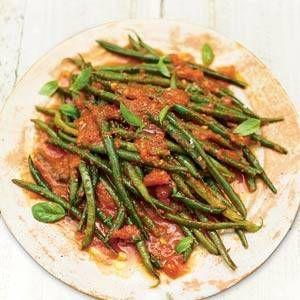 Jamie Oliver`s Sperziebonen In Knoflook-tomatensaus recept | Smulweb.nl