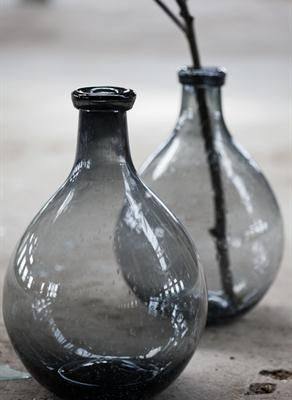 Pretty grey bottles #vases van: http://www.pbhome.nu/inspiration