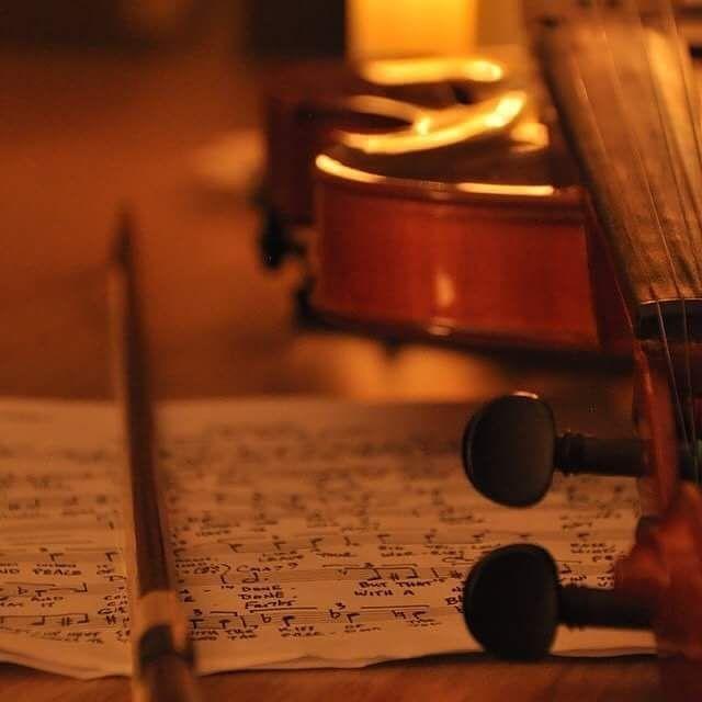 Hadi bakalım, düşük sesle müzik açın, ışıkları kısın ve ruhunuzu dinlendirin. Yarın iş günü İyi günler ve iyi geceler ��☺����♂️ Keman Sahibi: @fulden_sogut . . . . . . #müzik #tatil #19mayıs #19mayis #gençlik #music #sessizlik #ruh #dinlenme #bzmgrpp #iyigeceler  #iyiakşamlar  #bzmgrp #keman  #istanbul #sanat #foto #gununfotografi #fotograf #fotoğraf #amcaoglu #ig_turkey http://turkrazzi.com/ipost/1524781355169503818/?code=BUpHJBbBFpK