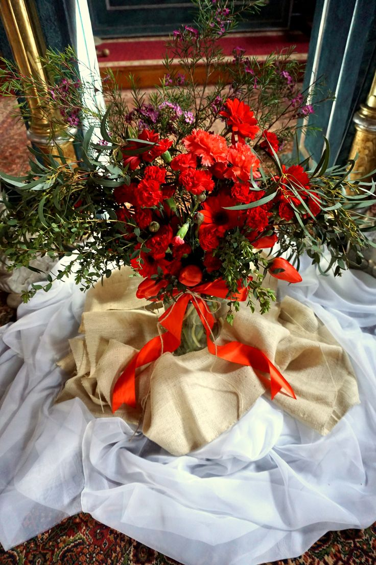 #decoration #wedding #flowers #rustic #bouquet #church #red