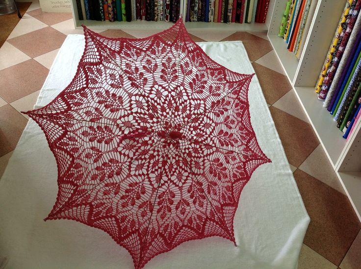 Sombrilla en rosa fuerte, trabajo realizado en Merceria y Lanas Susana
