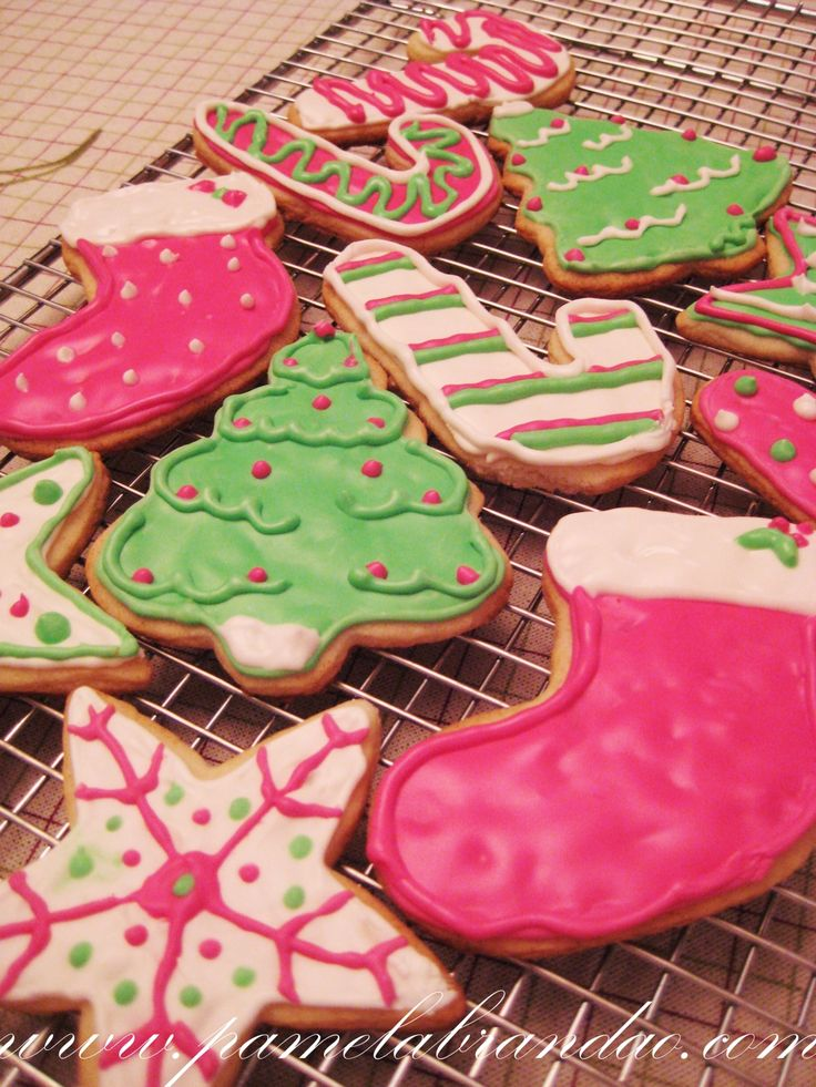 Christmas recipe to get in the mood. Last year I made the Gingerbread Men, so this year I decided to make the traditional Christmas Cookies decorated with icing. I got the recipe here and made them…