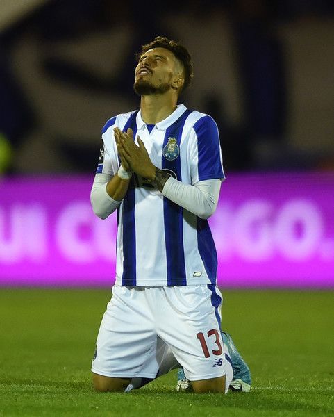 Porto's Brazilian defender Alex Telles prays at the end of the Portuguese league football match GD Chaves vs FC Porto at the Engenheiro Branco Teixeira Municipal stadium in Chaves, on April 29, 2017. / AFP PHOTO / MIGUEL RIOPA