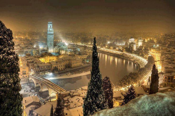 Снежный вечер в Италии.