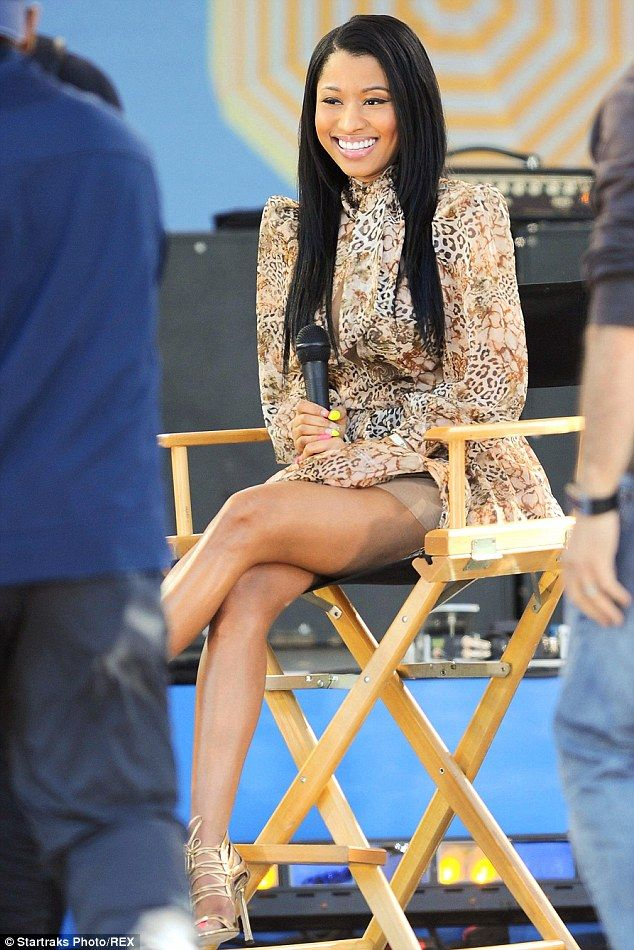 "Nicki Minaj displayed her toned legs and Chelsea Paris ""Sosa"" sandals on Good Morning America to promote her ""Pills N Potions"" video."