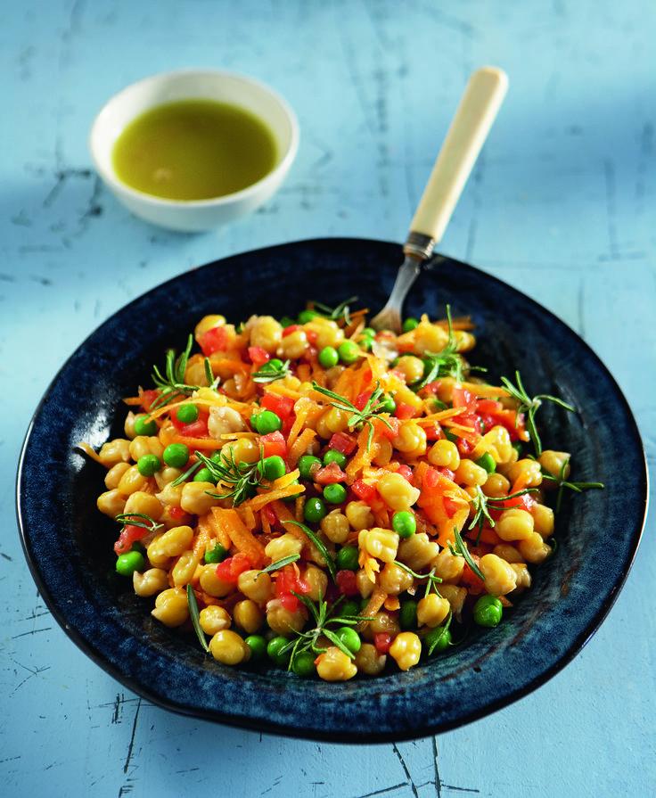 Ζεστά ρεβίθια με καρότο και ντομάτα