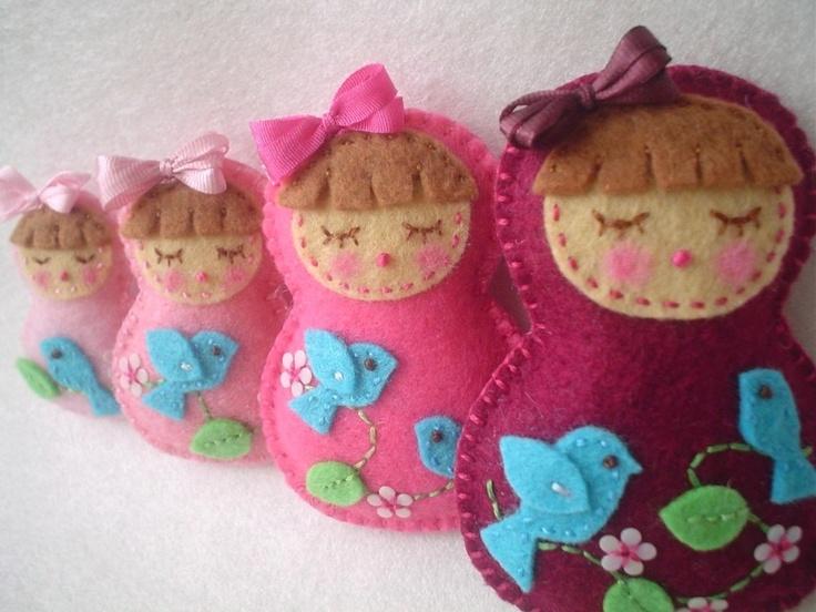 The Cutest-We Love Birds-Sleeping Beauty-Felt Matryoshka Doll-Family Set of 4 matroschka matroska matriochka - matroesjka- matryoshka Russische Schachtelpuppe- Matrjoschka und Babushka www.matrioslas.es