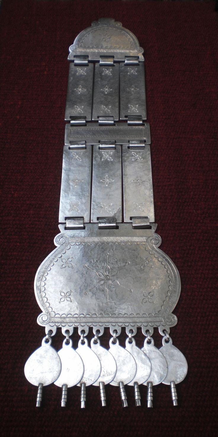 Vista total del Trapelakucha, construido en Plata Alemana con baño de Plata de 1 mm. de espesor, 9 cm. de ancho en su placa superior, 12 cm. de ancho en su placa inferior, 44 cm. de largo total y de 400 gms. su peso total
