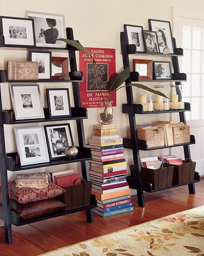I love how they have a stack of books inbetween the 2 bookcases!