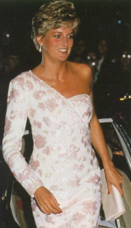 Princess Diana arriving a gala ... 1991?