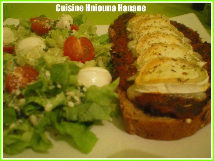 ** Tartines à la Compotée de Tomates et Fromage de Chèvre ~ Cuisine Hniouna Hanane ** https://www.facebook.com/pages/Cuisine-Hniouna-Hanane/171180572987835?ref=hl