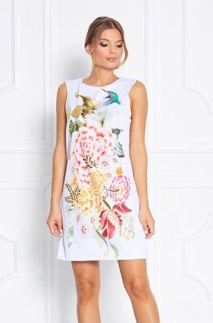 Letné šaty z limitovanej Zsolnay kolekcie s výraznou potlačou kvetín v prednej časti. Zadná časť je bielej farby bez potlače, so zlatým zipsom s možnoťou rozopnutia. Širší strih šiat Vám zaručí pohodlie počas celého dňa. Vhodné do práce, meeting či spoločenskú udalosť.