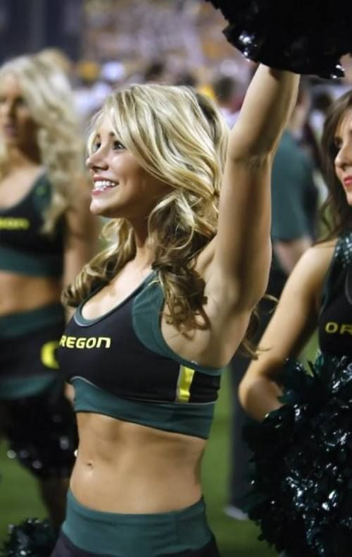 The ducks may have the hottest cheerleaders in all of college football!