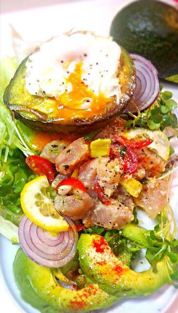 参考したものでやっと作ってみました~! - 25件のもぐもぐ - egg in avocado~びん長まぐろサラダ 作って見ました by mning1
