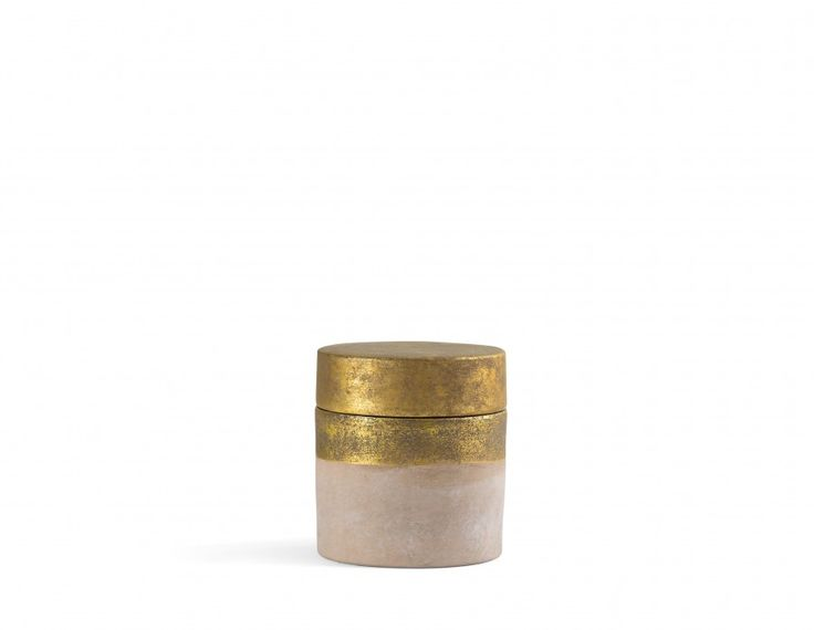 Unscented, this beautiful candle burns bright and looks fantastic on a bookshelf or accent table thanks to its shimmery, hand made ceramic box!