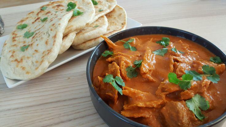 """Her er en opskrift, som benytter min revet seitan """"kylling"""". En lækker, cremet og smagsfuld indisk ret: butter chicken, med hjemmelavet naanbrød. Ingredienser: Til naan brød (ca. 6 stor…"""