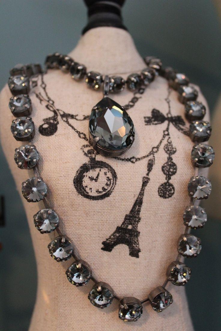 Sabika look necklace - Sabika Classics Featuring The Black Diamond Pendant And Manhattan Choker