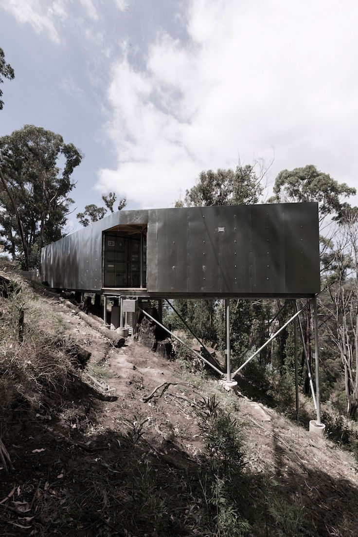 Studio Edwards uses shipping containers for getaway on Australian coast