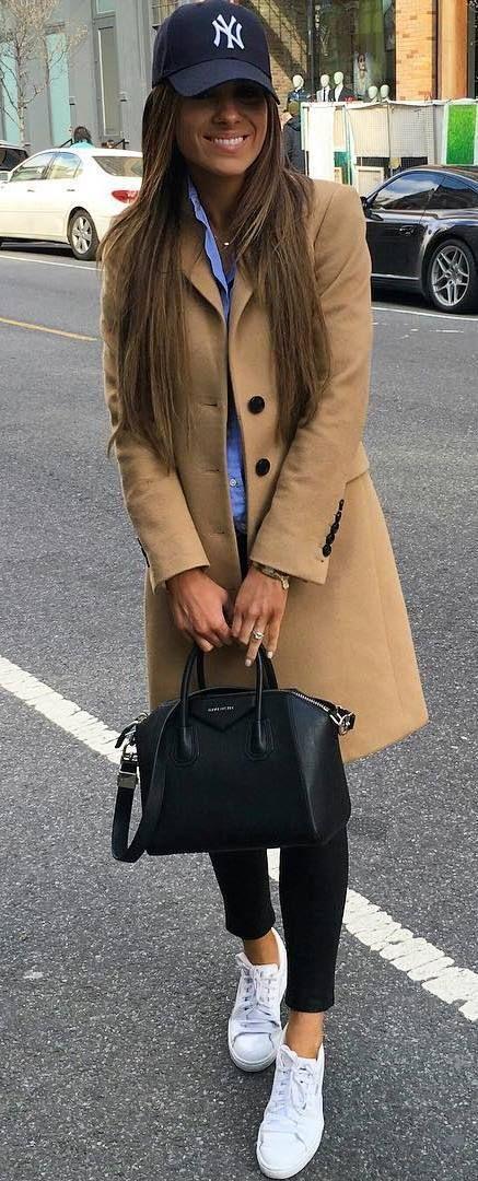 fall casual outfit : hat + nude coat + bag + black skinnies + shirt + sneakers