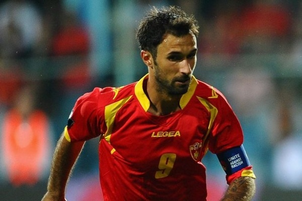 Juventus striker Mirko Vucinic said he considers England's centre-backs to be lacking quality to play for national team.