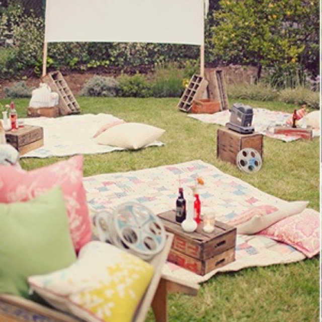 Best 25+ Backyard Movie Party Ideas On Pinterest