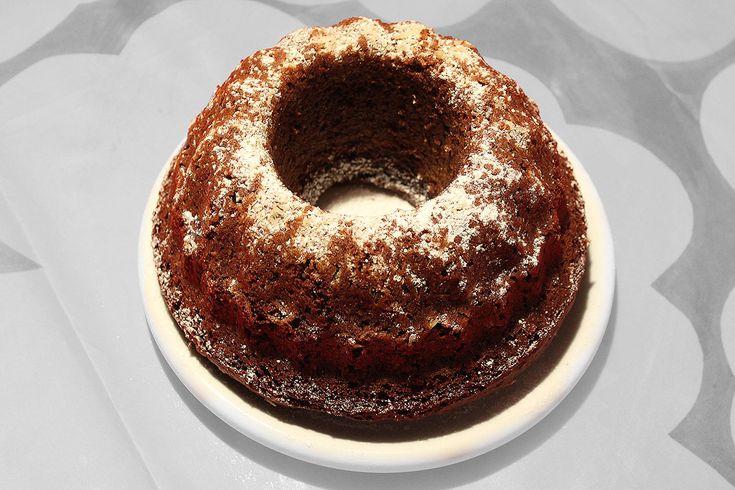 Jouluherkkujen perusraaka-aine on yleensä valkoinen sokeri. Tämä taatelikakku on tehty kuitenkin silmälläpitäen sitä, että minä rakastan taate…