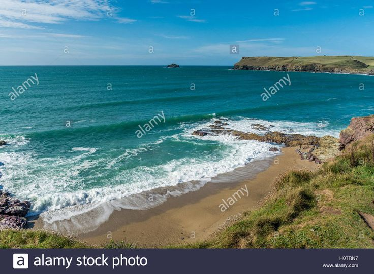Download this stock image: Rolling waves at Polzeath in North Cornwall - H0TRN7…