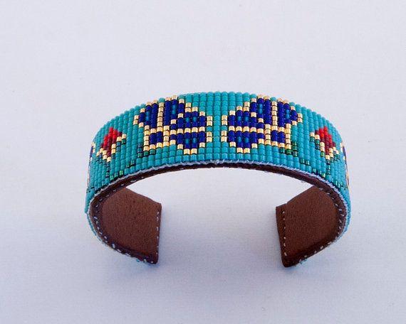 Bracelet manchette Floral bleu perlé avec par PamBeadedAccessories