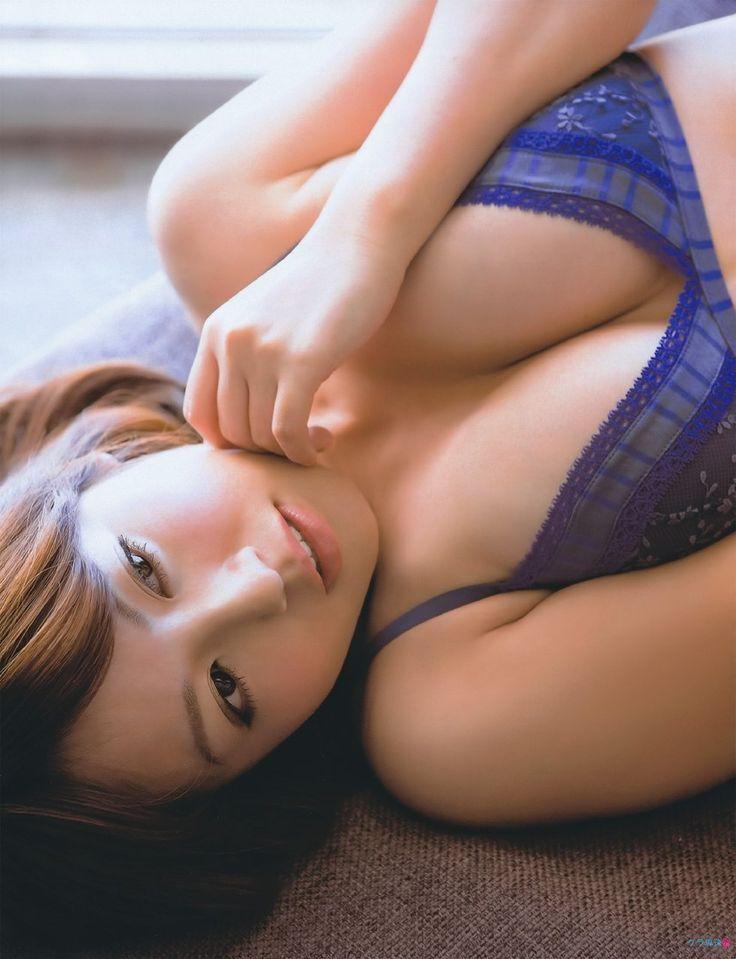 磯山さやか Sayaka Isoyama 1983- Japanese pin-up girl. / She is the most shock and quit the pin-up.