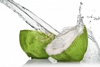 ¿Será el Agua de Coco La Bebida Deportiva de la Naturaleza? Hecho vs Mito