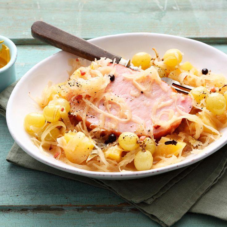 Echte Hausmannskost für echten Appetit! Kassler und Sauerkraut sind die Protagonisten. Apropos: Wussten Sie, wie gesund Sauerkraut dank vieler Vitamin...