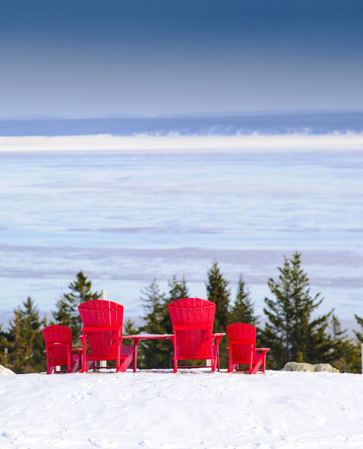 Grab a chair on New Brunswick's Bay of Fundy, perfect for relaxing in every season. | New Brunswick, Canada travel #ExploreNB