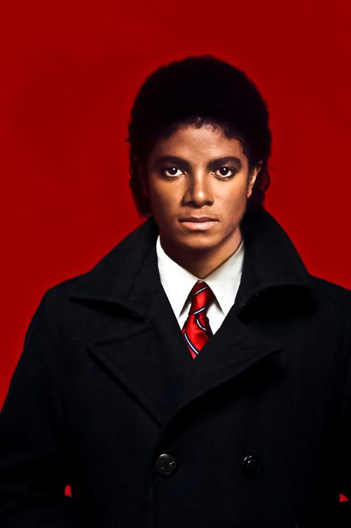 Social 4, (check out our entire webinar video on Michael Jackson available at Enneagram.net) notice the soft eyes, artistic look, and he rarely smiles...passion, intensity and perfection. His focus on global issues is characteristic of Social instinct.