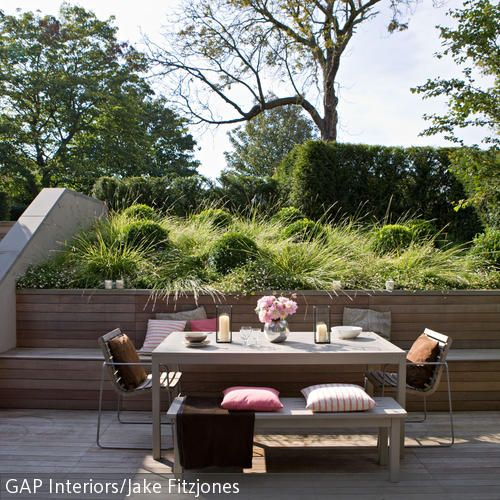 Integrierte Sitzbank Auf Holzverkleideter Terrasse