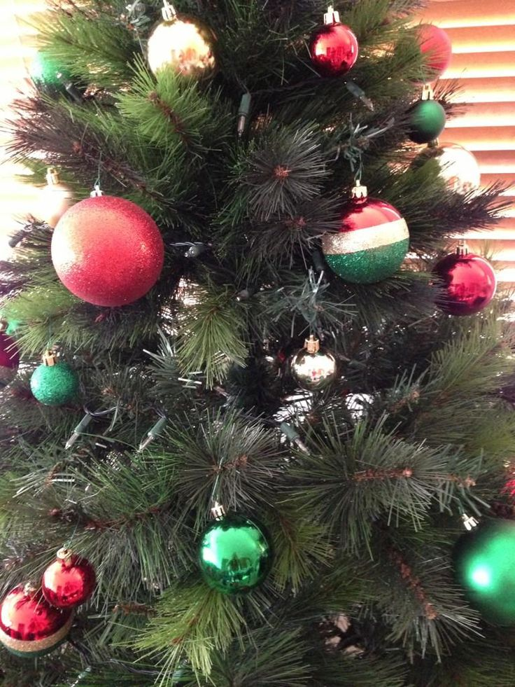 Awesome Red and Green Christmas tree via @BeckWeers on twitter